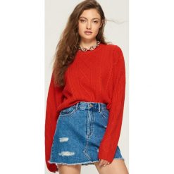 Sweter z warkoczowym splotem - Czerwony. Białe swetry klasyczne damskie marki Sinsay, l, z napisami. Za 59,99 zł.