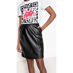 Minispódniczki: Prosta, gładka, półdługa spódnica