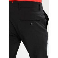 Chinosy męskie: J.LINDEBERG ELLOTT  Spodnie materiałowe black