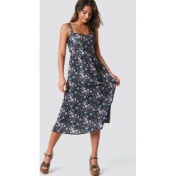 NA-KD Boho Dopasowana sukienka midi - Multicolor. Niebieskie sukienki boho marki NA-KD Boho, na imprezę, w koronkowe wzory, z koronki, na ramiączkach, mini. Za 202,95 zł.