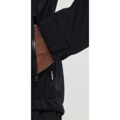 ION SHELTER Kurtka Softshell black. Czarne kurtki sportowe męskie ION, l, z materiału. W wyprzedaży za 943,20 zł.