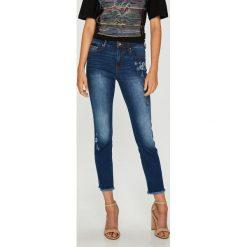 Desigual - Jeansy. Niebieskie jeansy damskie rurki marki Desigual, z bawełny. W wyprzedaży za 279,90 zł.
