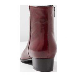 Everybody Botki glove sangria. Czerwone botki damskie na zamek Everybody, z materiału, klasyczne. Za 549,00 zł.