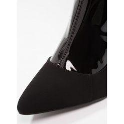 Divine Factory Kozaki na obcasie vernis noir. Czarne buty zimowe damskie Divine Factory, z materiału, na obcasie. W wyprzedaży za 144,50 zł.