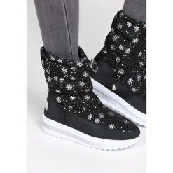 Czarne Śniegowce Unseen. Czarne buty zimowe damskie Born2be. Za 89,99 zł.