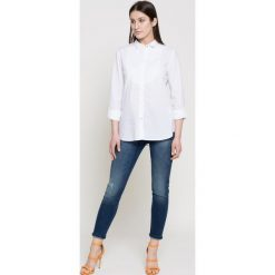 Wrangler - Jeansy. Niebieskie jeansy damskie rurki Wrangler, z aplikacjami, z bawełny. W wyprzedaży za 219,90 zł.