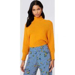 Swetry damskie: NA-KD Sweter z dzianiny z wywijanym golfem – Orange