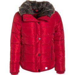 S.Oliver RED LABEL Kurtka zimowa dark red. Czerwone kurtki dziewczęce zimowe marki Reserved, z kapturem. W wyprzedaży za 181,35 zł.