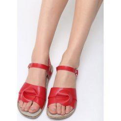 Czerwone Sandały Falling Water. Czerwone sandały damskie Born2be, z materiału, na obcasie. Za 69,99 zł.