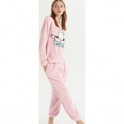 Dwuczęściowa piżama z kotem - Różowy. Czerwone piżamy damskie marki DOMYOS, z elastanu. Za 79,99 zł.