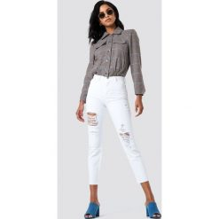 Jeansy damskie: Trendyol Jeansy mom z rozdarciami - White