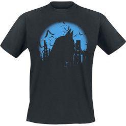 Batman Dark City T-Shirt czarny. Czarne t-shirty męskie z nadrukiem marki Batman, l, z okrągłym kołnierzem. Za 74,90 zł.