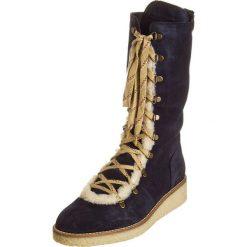 """Skórzane kozaki """"Dyana"""" w kolorze granatowym. Szare buty zimowe damskie marki Marco Tozzi. W wyprzedaży za 344,95 zł."""