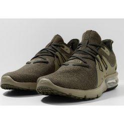 Nike Performance AIR MAX SEQUENT 3 Obuwie do biegania treningowe neutral olive/sequoia/medium olive. Zielone buty do biegania męskie Nike Performance, z materiału. Za 399,00 zł.