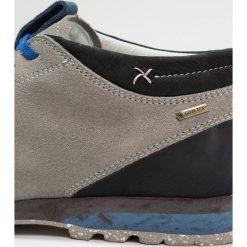 Aku BELLAMONT GTX Obuwie hikingowe hellblau/grau. Szare buty skate męskie marki Aku, z gumy, outdoorowe. W wyprzedaży za 535,20 zł.
