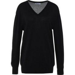 Johnstons Cashmere SUPERFINE WIDE VEE NECK BOYFRIEND Sweter black. Czarne swetry klasyczne damskie Johnstons Cashmere, xs, z jedwabiu. W wyprzedaży za 899,50 zł.