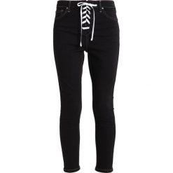 Topshop B&B CONTRAST LACE UP JAMIE Jeans Skinny Fit washed black. Czarne jeansy damskie marki Topshop, z bawełny. W wyprzedaży za 191,40 zł.
