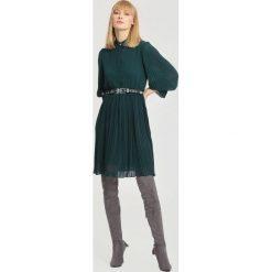 Zielona Sukienka Bottom Line. Zielone sukienki marki other, l, prążkowane. Za 109,99 zł.
