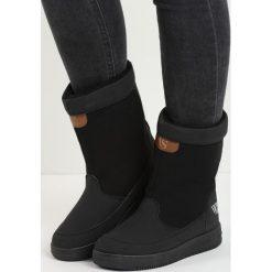 Czarne Śniegowce Carry Power. Czarne buty zimowe damskie marki Born2be, z okrągłym noskiem, na płaskiej podeszwie. Za 79,99 zł.
