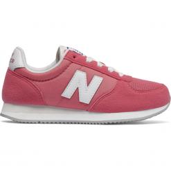 New Balance KL220CPY. Różowe buty sportowe dziewczęce marki New Balance, na lato, z materiału. W wyprzedaży za 129,99 zł.