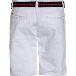 Tiffosi BILAL Szorty jeansowe white. Niebieskie spodenki chłopięce marki Retour Jeans, z bawełny. Za 129,00 zł.
