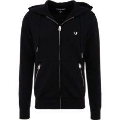 True Religion HOODED HORSESHOE Bluza rozpinana black. Czarne bejsbolówki męskie True Religion, m, z bawełny. Za 799,00 zł.