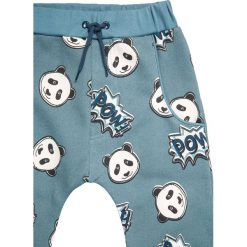 Småfolk PATCH Spodnie treningowe bluestone. Niebieskie jeansy chłopięce Småfolk. W wyprzedaży za 135,20 zł.