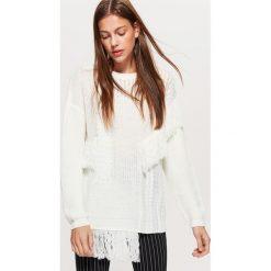 Sweter z ozdobnym splotem - Kremowy. Białe swetry klasyczne damskie marki Cropp, l, ze splotem. W wyprzedaży za 39,99 zł.