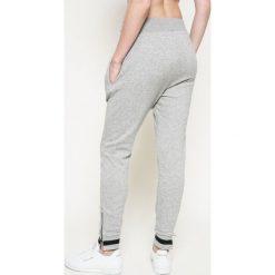 Reebok - Spodnie. Szare spodnie sportowe damskie marki Reebok, l, z bawełny. W wyprzedaży za 169,90 zł.