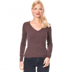 Sweter w kolorze brązowym. Brązowe swetry klasyczne damskie marki Assuili, z kaszmiru. W wyprzedaży za 136,95 zł.