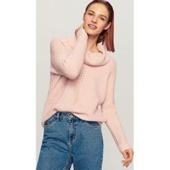 Sweter z odkrytymi ramionami - Różowy. Białe swetry klasyczne damskie marki Reserved, l, z dzianiny. Za 99,99 zł.