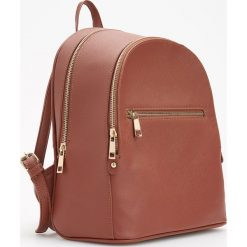 Plecak z ozdobnymi zamkami - Pomarańczo. Brązowe plecaki damskie Reserved. Za 99,99 zł.