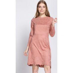 Różowa Sukienka Originator. Różowe sukienki marki numoco, l, z dekoltem w łódkę, oversize. Za 109,99 zł.