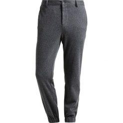 Chinosy męskie: Pier One Spodnie materiałowe mottled grey/white