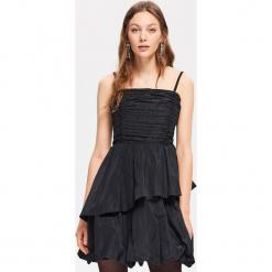 Wieczorowa sukienka - Czarny. Białe sukienki koktajlowe marki Reserved, l, z dzianiny. Za 229,99 zł.