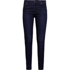 Citizens of Humanity ROCKET HIGH RISE SKINNY Jeans Skinny Fit empire. Niebieskie boyfriendy damskie Citizens of Humanity. W wyprzedaży za 755,40 zł.
