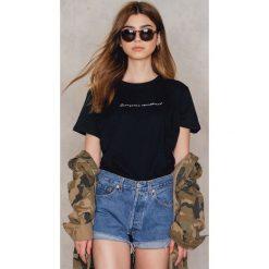 T-shirty damskie: Statement By NA-KD Influencers T- shirt Milenalesecret – Black