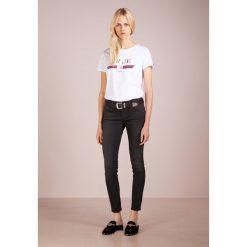 True Religion HALLE Jeans Skinny Fit light black. Czarne boyfriendy damskie True Religion, z bawełny. Za 839,00 zł.