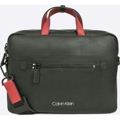Calvin Klein - Torba. Szare torby na laptopa Calvin Klein, w paski, z materiału. W wyprzedaży za 599,90 zł.