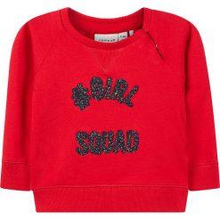 """Bluza """"Netta"""" w kolorze czerwonym. Czerwone bluzy niemowlęce name it girls, z aplikacjami, z bawełny. W wyprzedaży za 25,95 zł."""