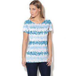 Colour Pleasure Koszulka damska CP-034  281 niebiesko-błękitno-biała r. XS-S. Białe bluzki damskie Colour pleasure, s. Za 70,35 zł.