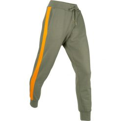 Spodnie dresowe, długie, Level 1 bonprix oliwkowy. Zielone spodnie dresowe damskie bonprix, w paski, z dresówki. Za 99,99 zł.