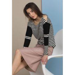 Swetry klasyczne damskie: Prążkowany sweter z lamówką