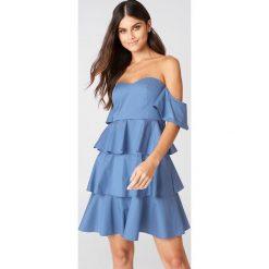 NA-KD Boho Sukienka mini z odkrytymi ramionami - Blue. Niebieskie sukienki boho marki NA-KD Boho, na imprezę, w koronkowe wzory, z koronki, na ramiączkach, mini. Za 161,95 zł.
