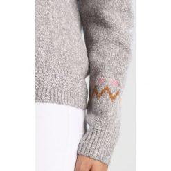 Swetry damskie: Vila VIMYSTICA Sweter light grey melange/oak brown/lilas