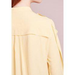 Jil Sander Navy Bluzka yellow. Żółte bluzki asymetryczne Jil Sander Navy, z acetatu. W wyprzedaży za 560,70 zł.
