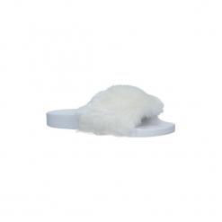 Klapki Casu  Białe klapki z futerkiem  232-3. Białe klapki damskie marki Casu. Za 29,99 zł.
