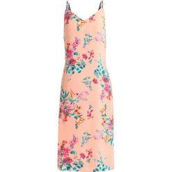 Tommy Jeans FLORAL PRINT STRAP DRESS Sukienka letnia coralle/multicolor. Pomarańczowe sukienki letnie Tommy Jeans, s, z jeansu. Za 599,00 zł.