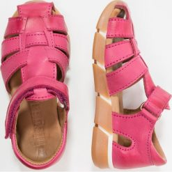 Bisgaard Sandały pink. Czerwone sandały chłopięce Bisgaard, z materiału. Za 359,00 zł.
