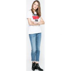 Lee - Jeansy Elly Unplugged. Niebieskie jeansy damskie slim marki Sinsay, z podwyższonym stanem. W wyprzedaży za 229,90 zł.